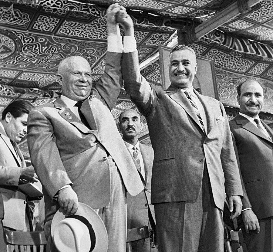 Cemal Abdunnâsır, iktidarı boyunca Sovyetler'le çok yakın ilişki geliştirdi.