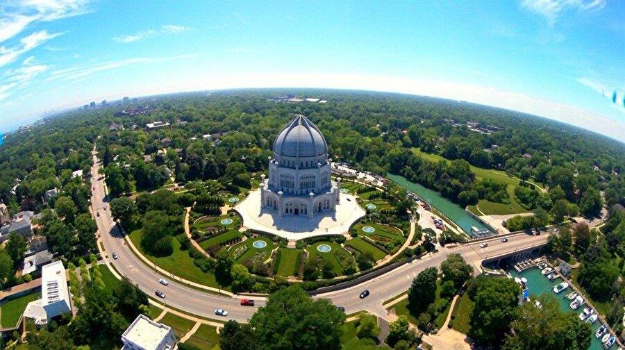 ABD'nin Chicago kentinde bulunan Bahâî Tapınağı.