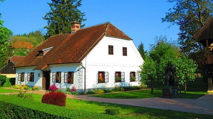 Tito'nun doğduğu ev, bugün müze olarak ziyaret edilebilmektedir.