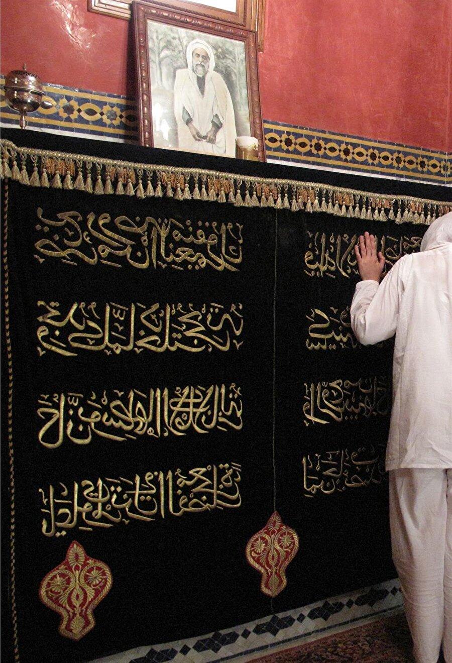 Ahmed el-Mehdi'nin Müstegānim'deki mezarı.