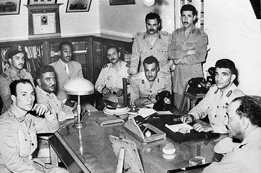 Mısır ordusu içindeki bir grup subay, kraliyet yönetimine karşı gizli bir yapılanma içindeydi.
