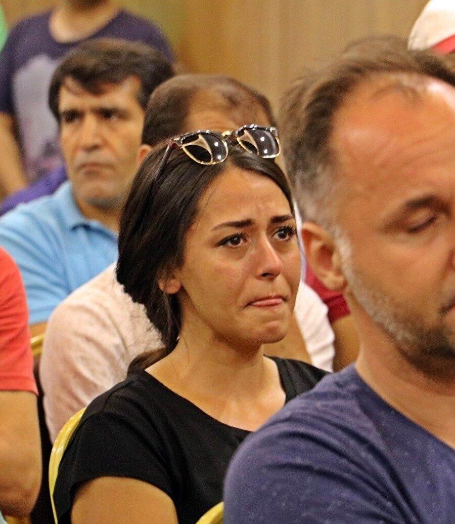 Toplantı sırasında çalışanlar gözyaşlarına hakim olamadı.