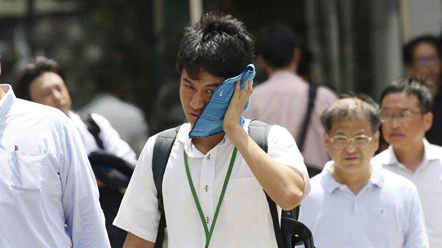 Japonya Meteoroloji Dairesi, ülkeyi kasıp kavuran sıcak havayı doğal afet ilan etti.