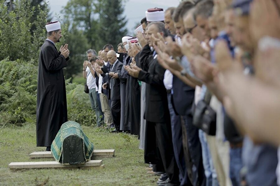 Mehmedovic'in cenaze törenine, ülkenin farklı şehirlerinden yüzlerce kişi katıldı.