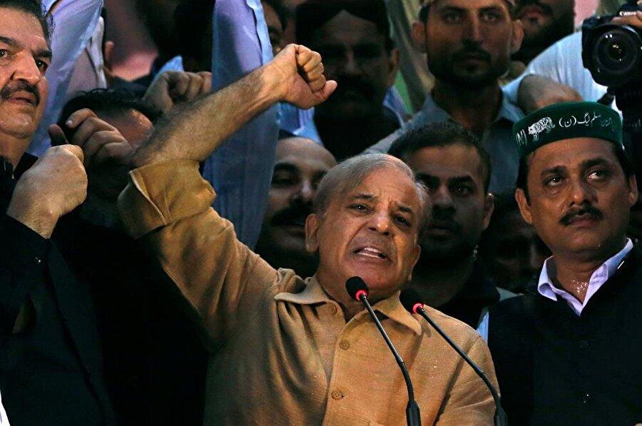 PML-N Lideri Şahbaz Şerif, geçtiğimiz günlerde tutuklanan eski başbakan Navaz Şerif'in kardeşi. (Akhtar Somroo / Reuters)