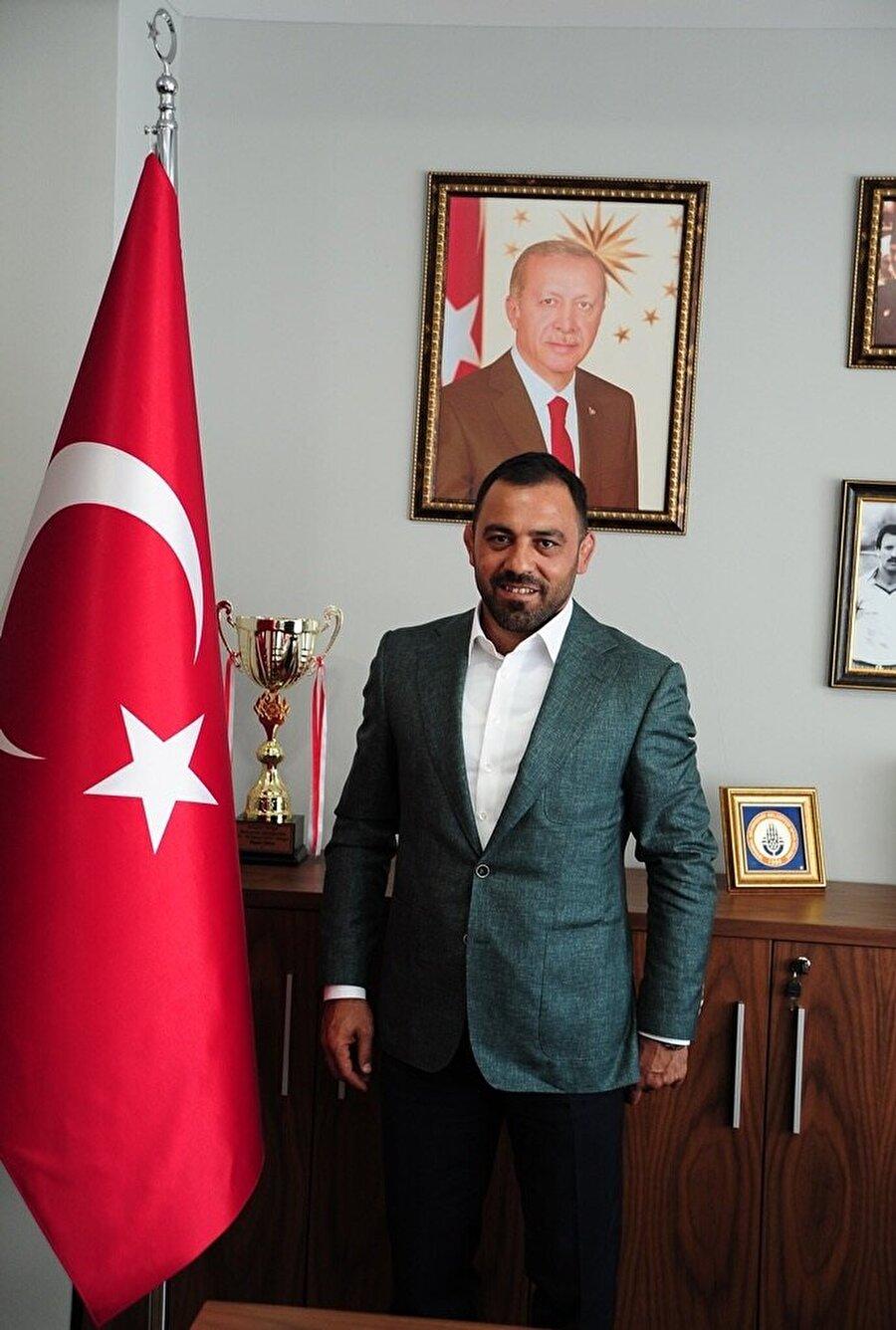 Cumhurbaşkanı Recep Tayyip Erdoğan tarafından Gençlik ve Spor Bakanlığı yardımcılığına efsane güreşçi Hamza Yerlikaya atandı.