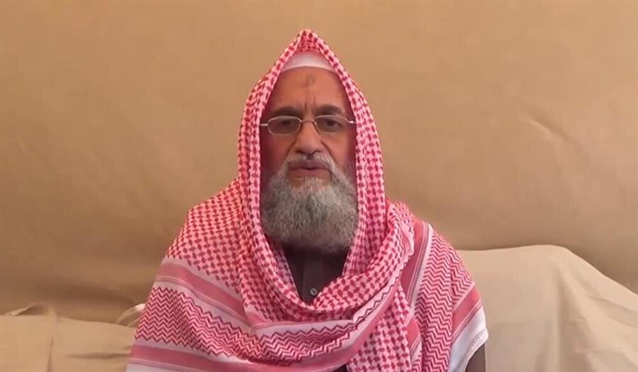 Mısır asıllı Eymen Zevâhirî, Bin Ladin'den sonra örgütün yönetimine geçmiştir.