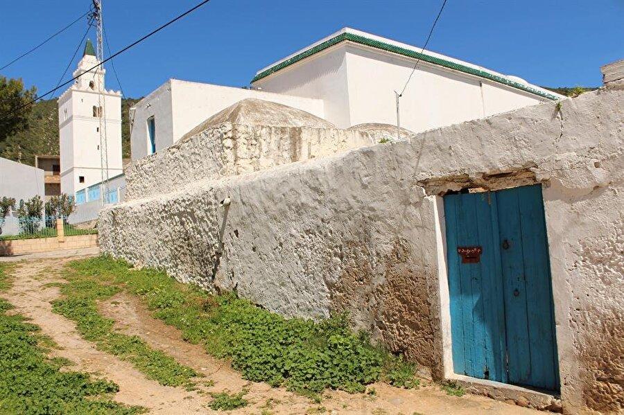 Gâru'l-milh Ulu Camii Dayı Mustafa Laz tarafından inşa ettirilmiştir.