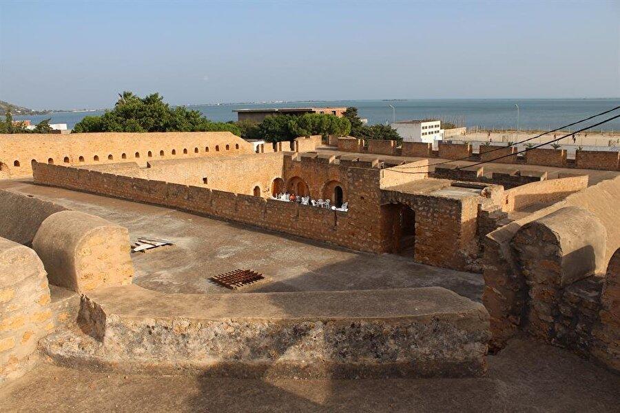 Lûtânî Burcu Tunus şehrini korumak için inşa edilen yapılardan biridir