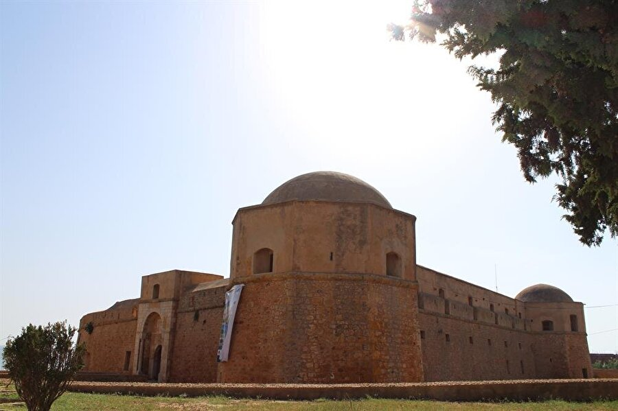 Tunus Burcu 1070 yılında Dayı Mustafa Laz tarafından yapılmıştır
