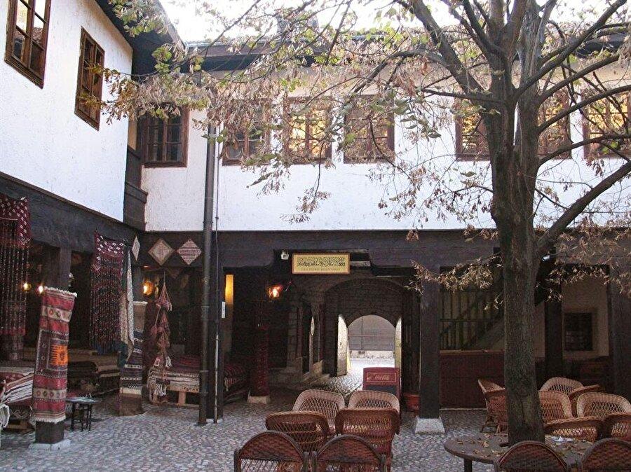 Genç Müslümanlar teşkilatının merkezi konumundaki Moriça Han, Saraybosna'da bulunuyor.