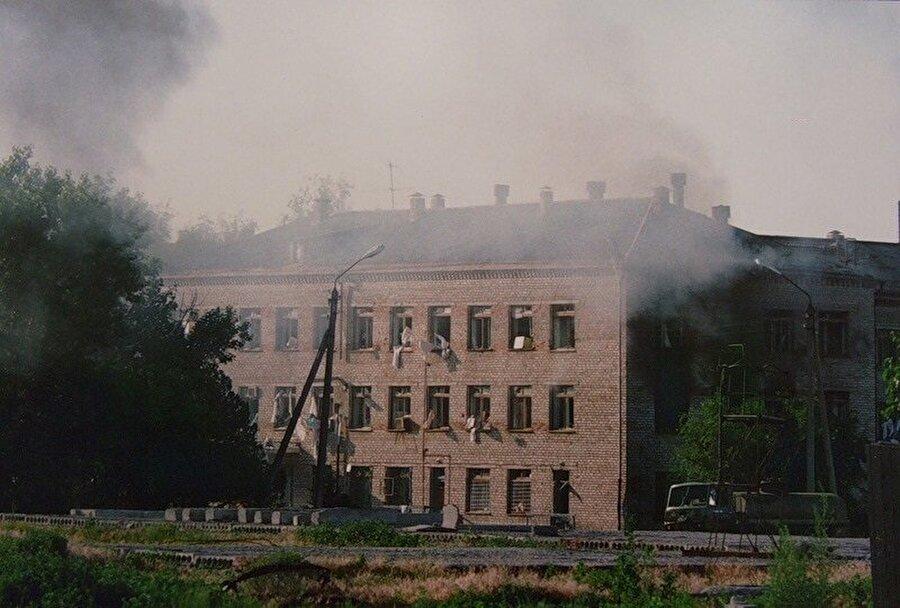 Budennovsk Hastanesinin Rus saldırısı sonrası hali.