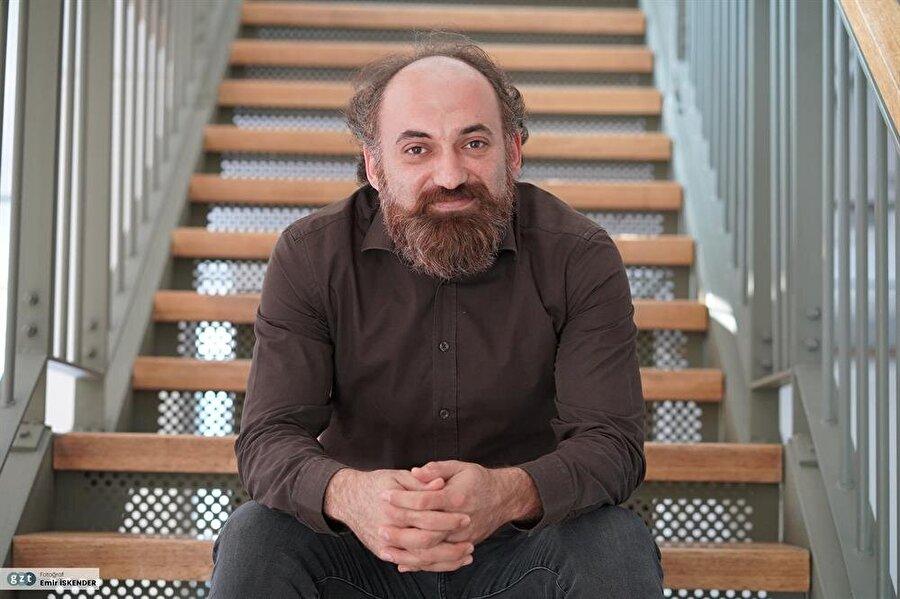 2014 yılı Kasım ayından beri Post Öykü dergisinin yayın yönetmenliğini sürdürüyor.