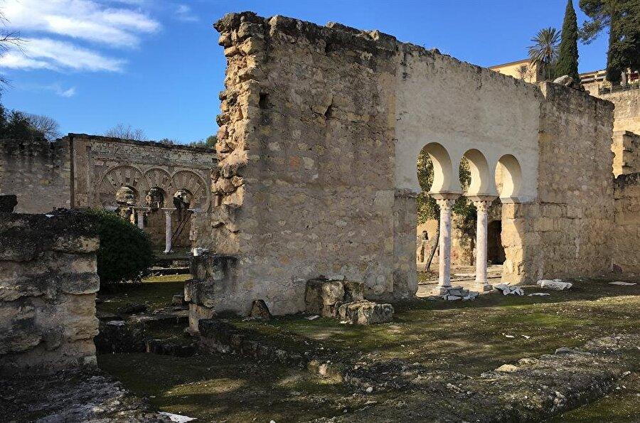 Onca yıkıma ve barbarlığa rağmen, bugünkü kalıntılar bile Endülüs'ün ihtişamı hakkında çok şey söylüyor.