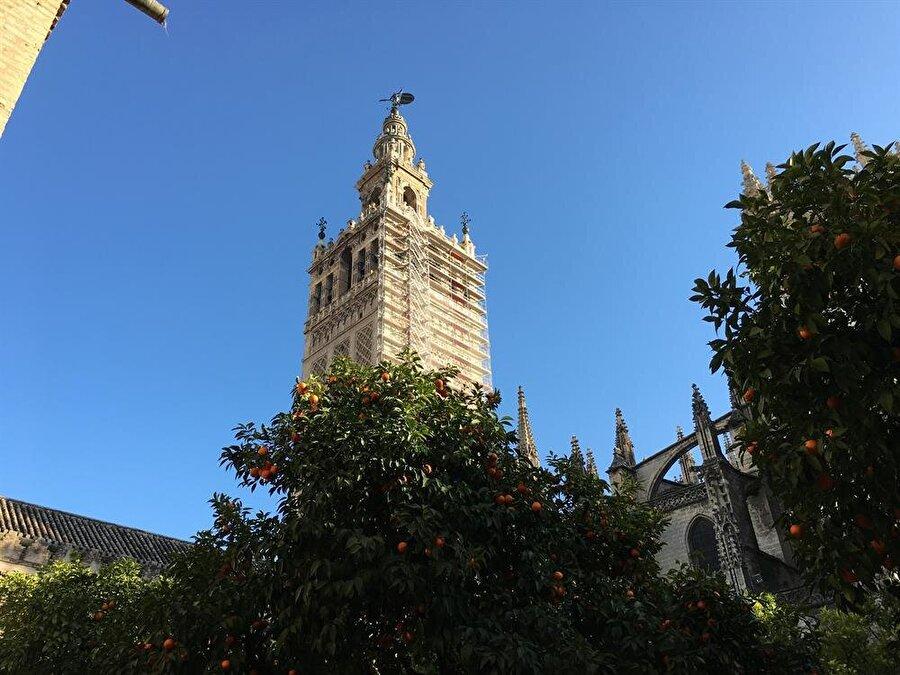 La Giralda, vaktiyle İşbiliye Camii olan mabetten geriye kalan son hatıra.
