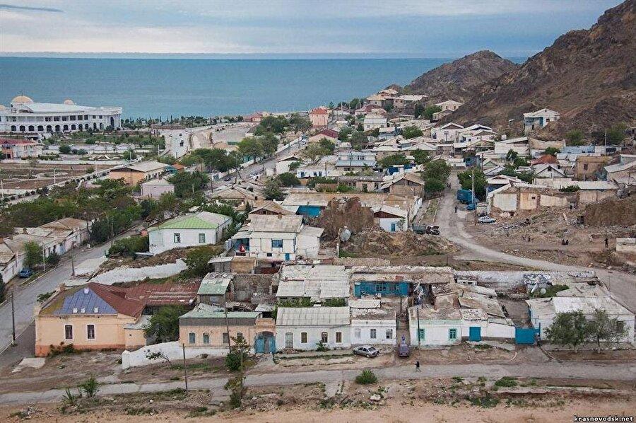 Türkmenbaşı, Hazar Denizi'ne kıyısı olan bir liman şehri.