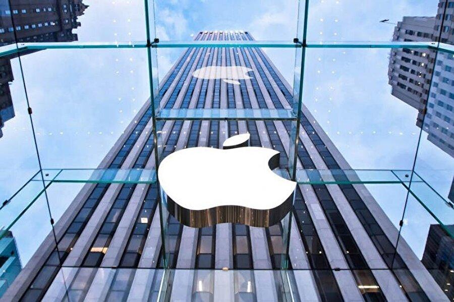 Apple, böylece 1 trilyon dolar değere ulaşan ilk şirket olmayı başardı.
