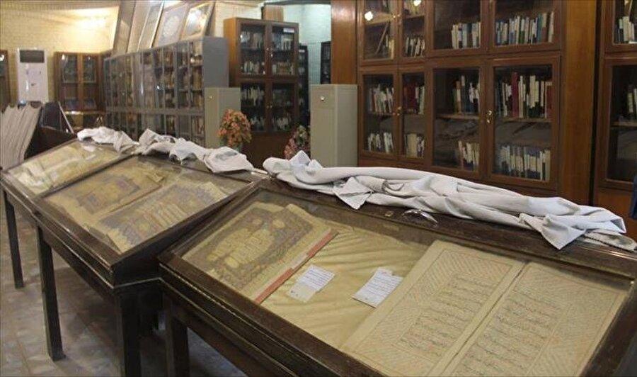 Bugün hala ayakta olan Abdülkadir Geylani Kütüphanesinin içinden bir görüntü.