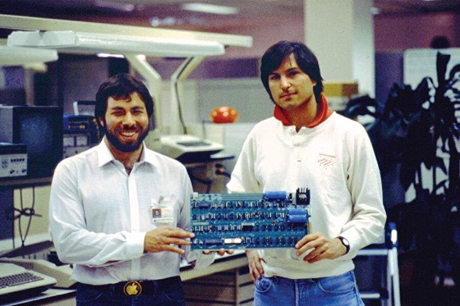 Apple kurucularından Steve Wozniak ve Steve Jobs.