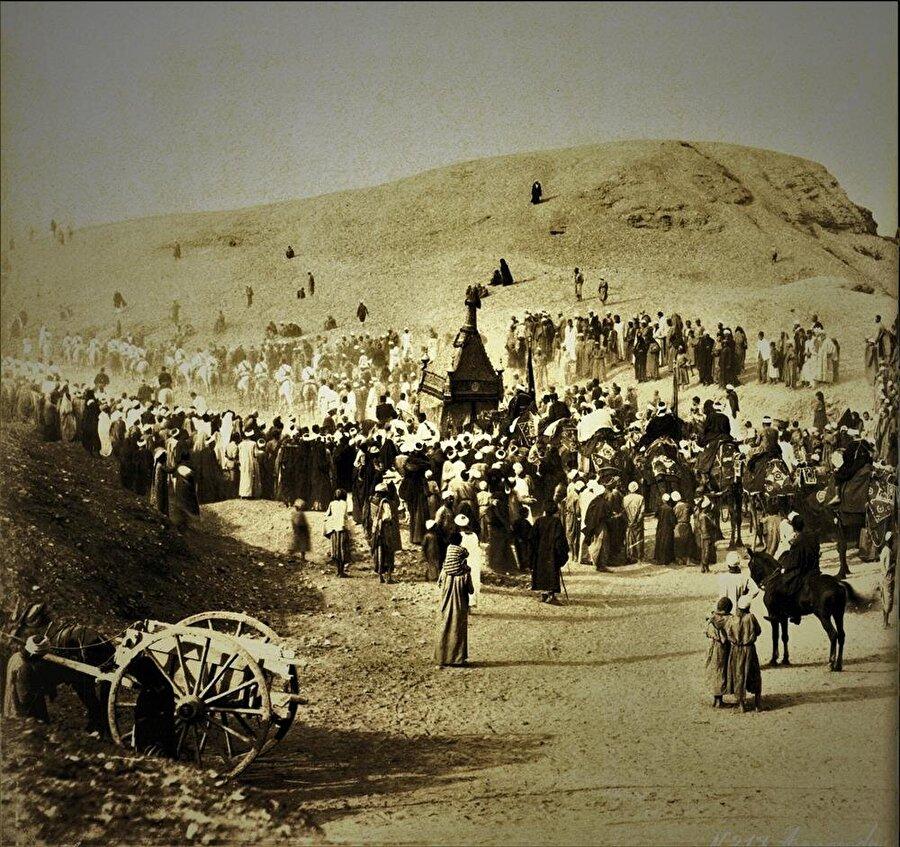 Kahire halkı Surre'yi karşılıyor...