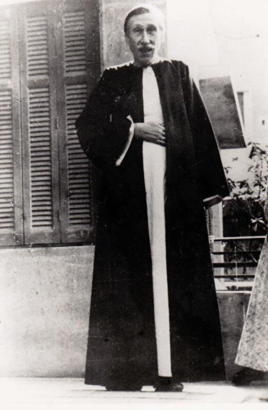 Guénon Mısır'ı ikinci kez ziyaret ettiğinde bir daha ayrılmamak üzere Kahire'ye yerleşti.
