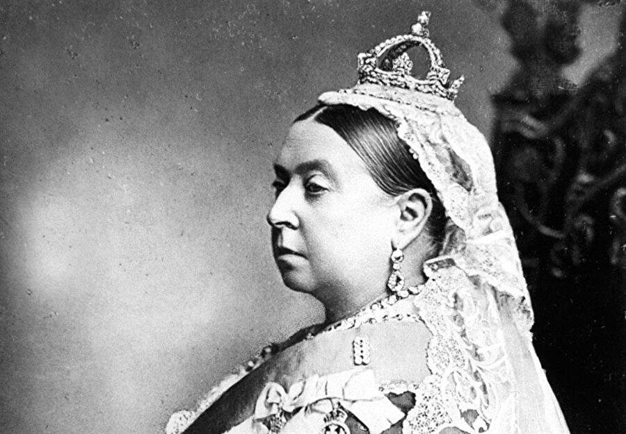 Ahmed Han yakın ilişkiler kurduğu İngiltere'yi ziyaret etmiş ve Kraliçe Victoria ile görüşmüştü.