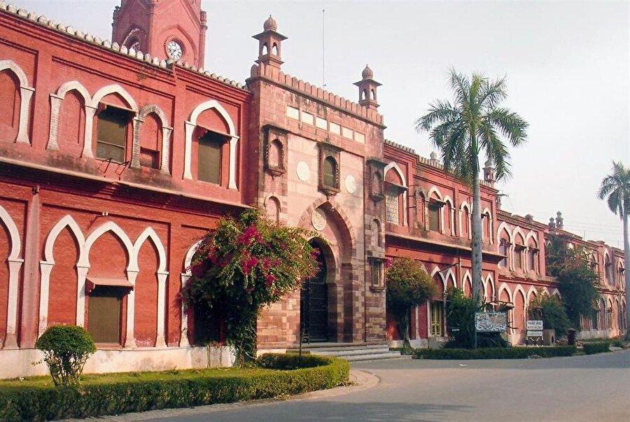 Aligarh Muslim University, günümüzde Hindistan'ın en köklü ve seçkin eğitim kurumlarından biri.