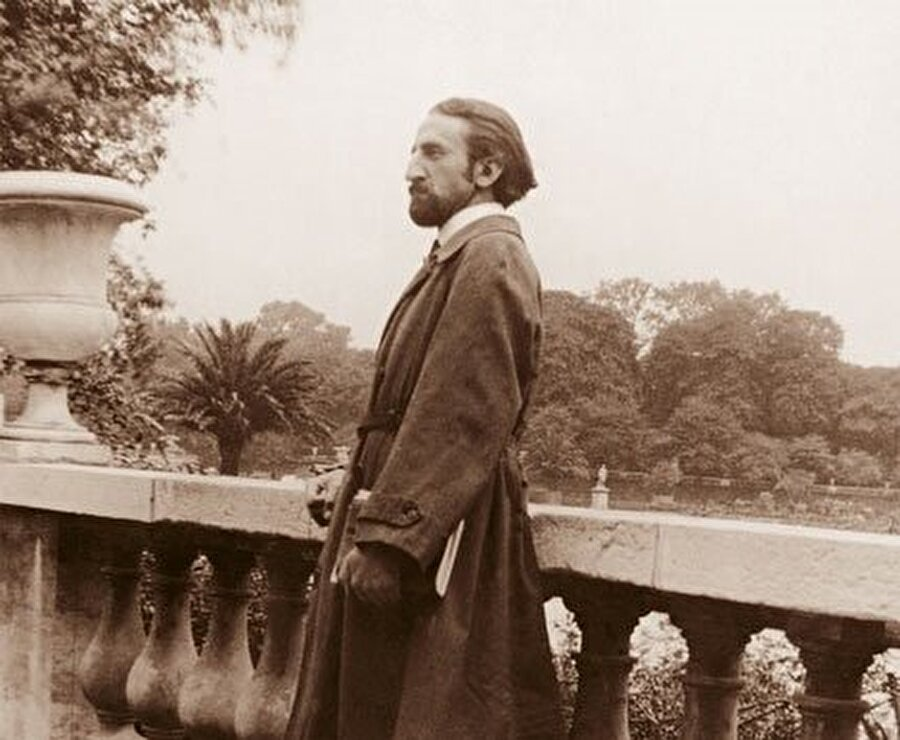1920'de Frithjof Schuon Paris'te.