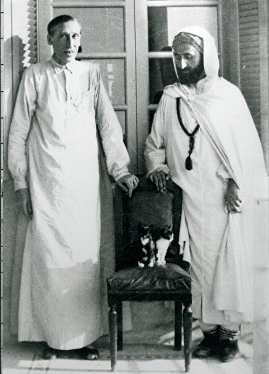1938'de Mısır'a giden Schuon, Guénon ile görüştü.
