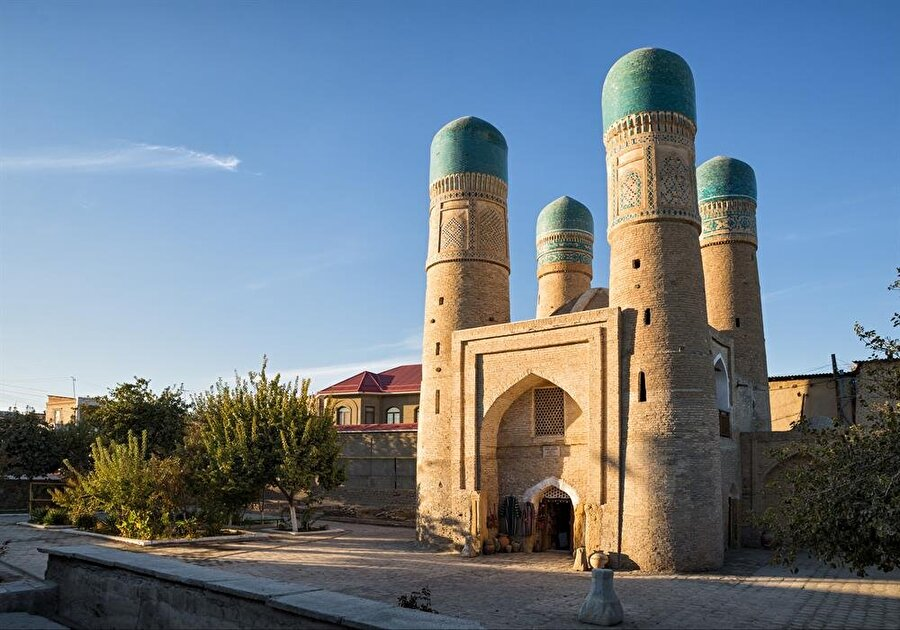 1807 yılında inşa edilen Çar Minar, 200 yılı aşkın bir süredir ayakta duruyor.