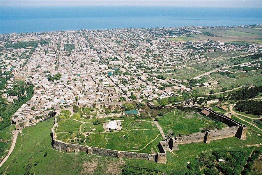 Derbent, tarih boyunca Hazar Denizinin en önemli liman kenti olmuştur.