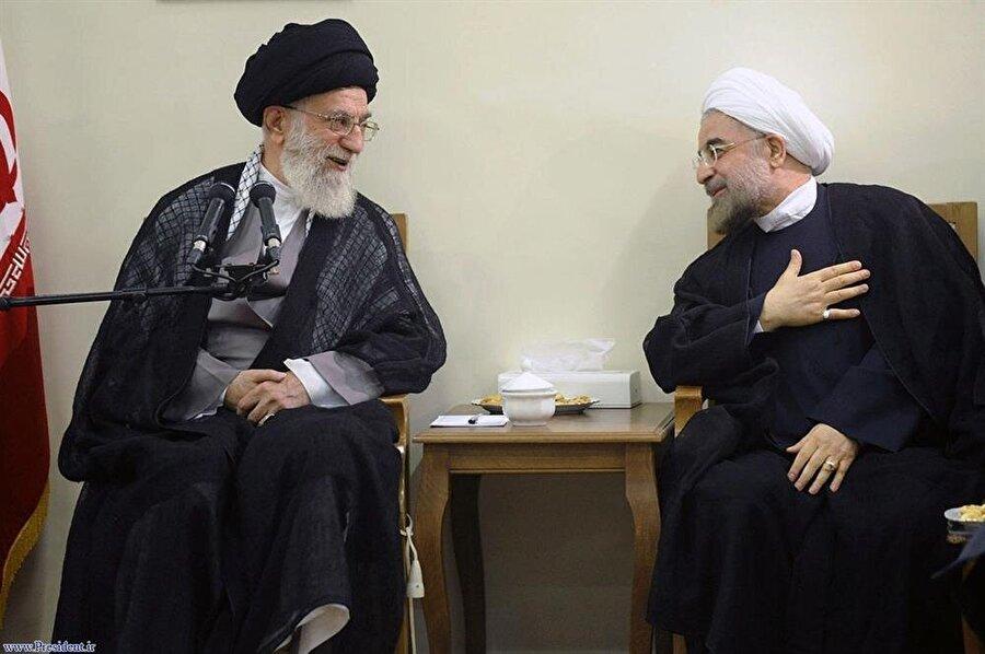Dini Lider Hamaney'le Cumhurbaşkanı Hasan Ruhani (sağda), kamuoyu huzurunda sıcak görüntü verseler de, aralarında derin bir fikir ayrılığı bulunuyor.