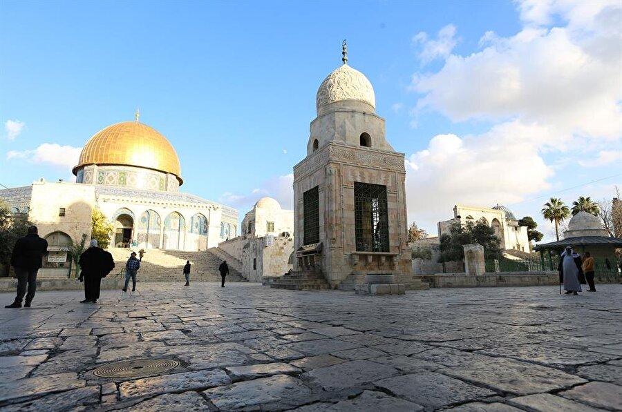 Kayıtbay Sebili bugün hala ayakta ve Mescid-i Aksa'ya yolu düşen ziyaretçilerin hizmetinde.