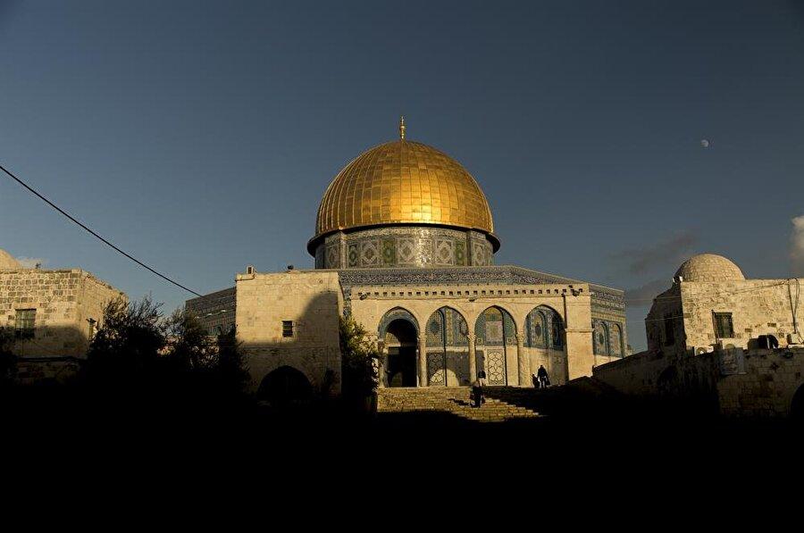 Abdulmelik bin Mervan tarafından inşaatı başlatılan Kubbet'us Sahra, tamamen yıkılmadan en uzun süre ayakta kalan İslam eseridir.