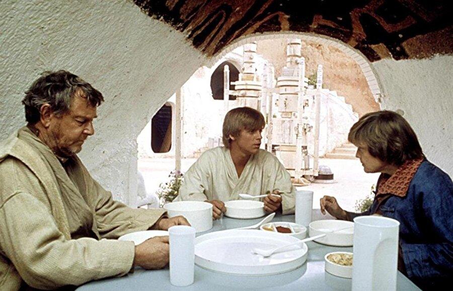 Filmde, Luke'un evi olarak kullanılan Hotel Sidi Driss'in iç mekanlarına da yer verilmiş.