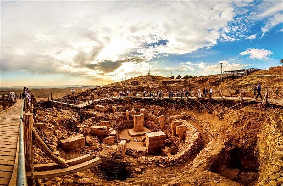Şanlıurfa'da bulunan Göbeklitepe, yaklaşık 12 bin yıllık tarihiyle ilgi çekiyor.