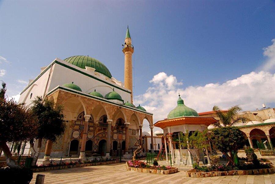 Cezzar Ahmed Paşa'nın 1778'de Akka'da inşa ettirdiği Cezzar Camii.