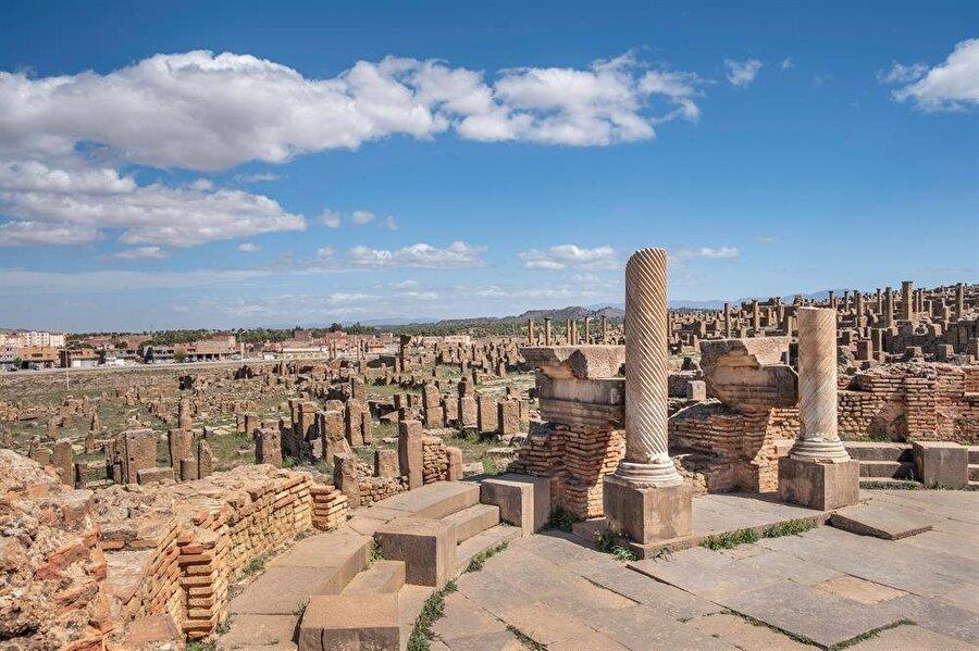 Timgad kentinde, herkesin erişimine açık bir halk kütüphanesi dahi bulunmaktaydı.