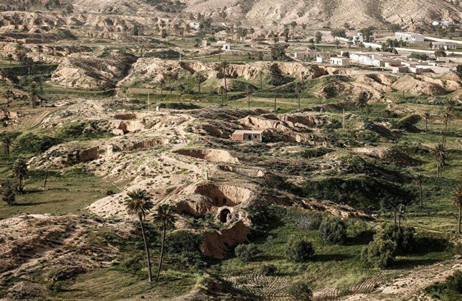 Toprağın altına inşa edilmiş evleriyle ilgi çeken Matmâta köyü.
