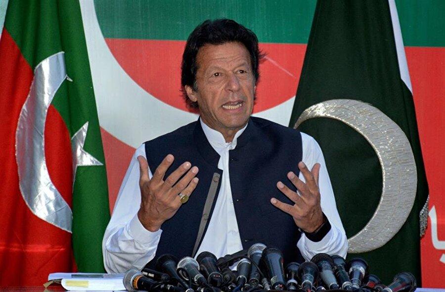 65 yaşındaki İmran Han, Pakistan kriket milli takımının eski kaptanı.