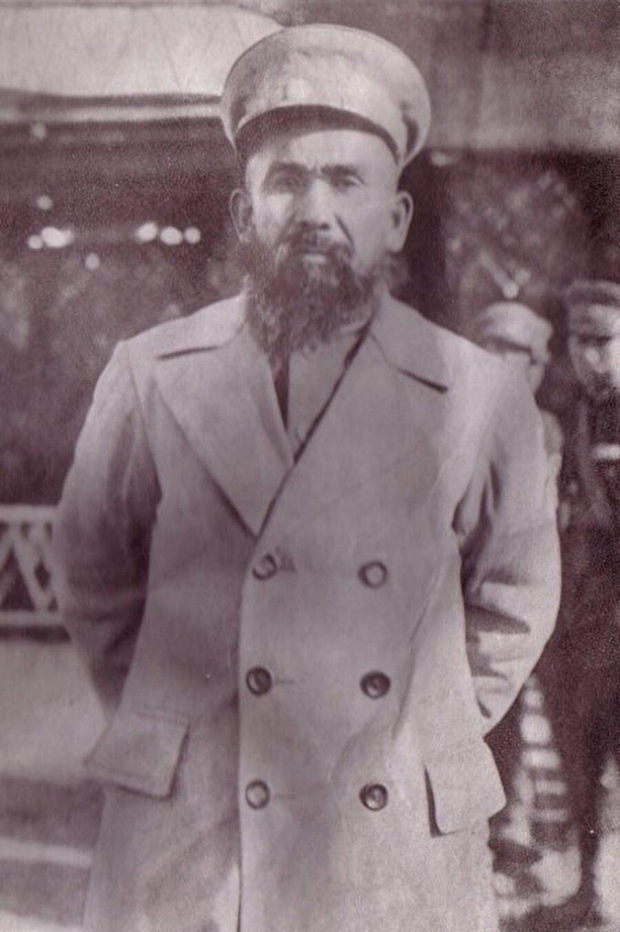 Yeni cumhuriyetin cumhurbaşkanlığına getirilen Hoca Niyaz Hacı.