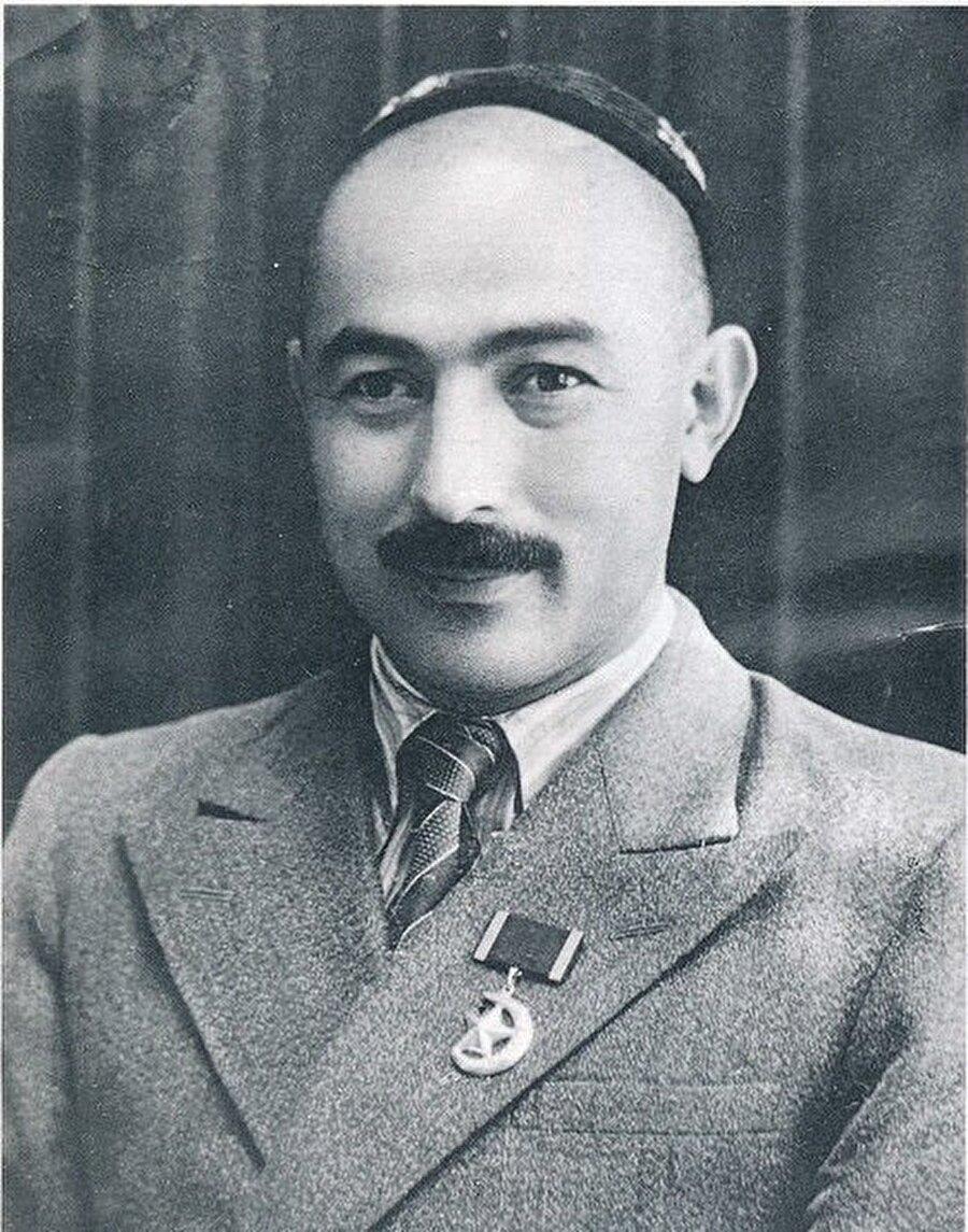 Ahmetcan Kasımi, Sovyetler Birliği yanlısı bir komünistti.