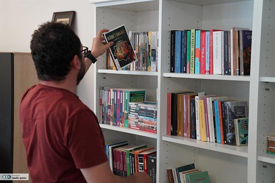 Bazı öyküleri Almanca ve İspanyolca'ya çevrildi.
