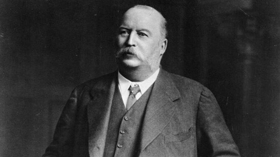 İran petrolünün imtiyazını almayı başaran ilk isim İngiliz iş adamı William Knox D'Arcy'ydi.