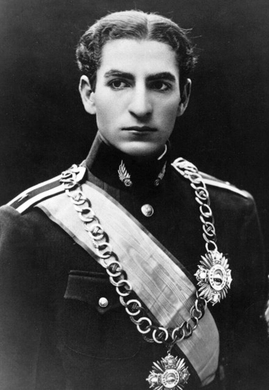 Şah Muhammed Rıza Pehlevi, tahta çıktığında henüz 22 yaşındaydı.