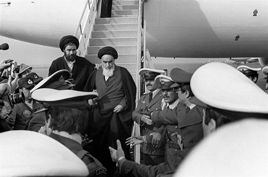 Ayetullah Humeyni, 1 Şubat 1979'da İran'a döndü.