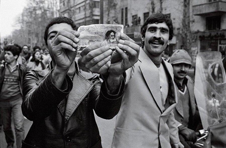 Şah'ın devrilmesine giden süreçte İran sokakları yoğun protesto gösterilerine sahne oldu.