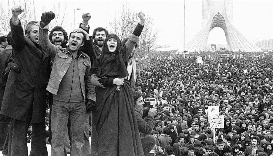 İran sokakları, 70'li yılların sonunda Şah karşıtı gösterilerle çalkalanmıştı.