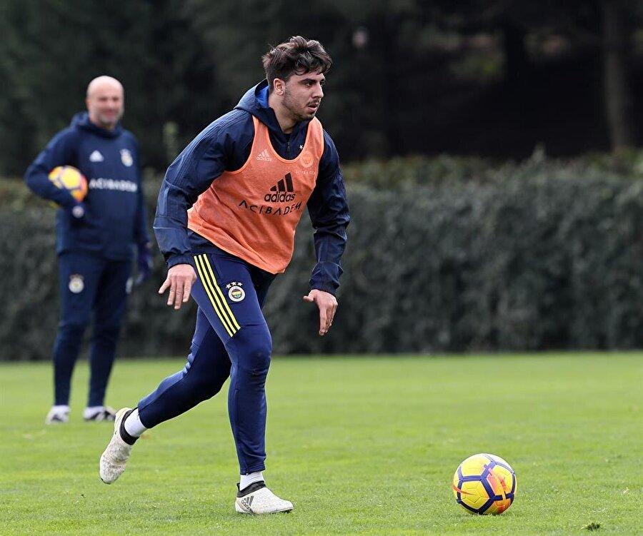 Fenerbahçe ile 2020 yılına kadar sözleşmesi bulunan Ozan Tufan, sarı lacivertli formayla çıktığı 98 maçta 9 gol ve 8 asistlik performans sergiledi.