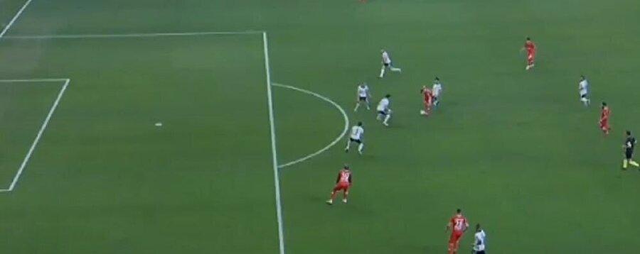 Beşiktaş - Antalyaspor maçında tartışma yaratan pozisyon.